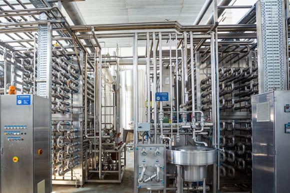 Skystų ir vidutiniškai skystų produktų pakavimas į aseptinę tarą